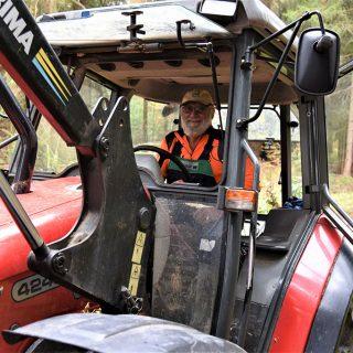 Siegfried im Traktor